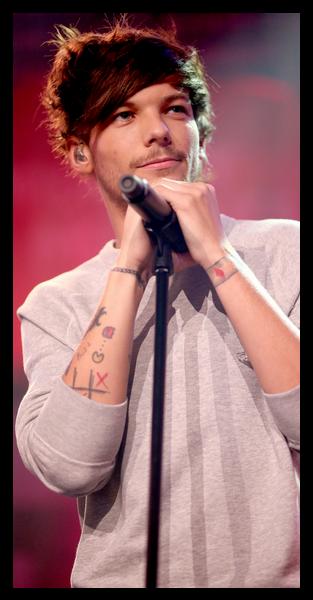 Duelo One Direction  Harry Styles ou Louis Tomlinson  Qual deles é o ... 198ca8c83d8