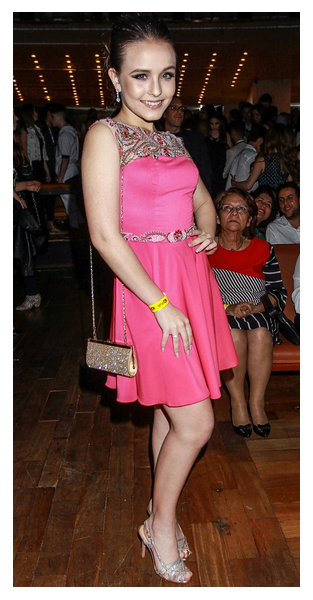 Larissa Manoela ou Camila Queiroz  No Prêmio Jovem Brasileiro, que atriz  roubou os holofotes  f180240d42