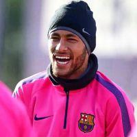 """Neymar Jr. faz piada com boatos sobre supostas namoradas: """"Só fico rindo"""""""