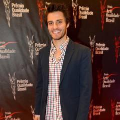 """Hugo Bonemer fala sobre sua entrada em """"Alto Astral"""" e elogia a amiga Lais Pinho"""