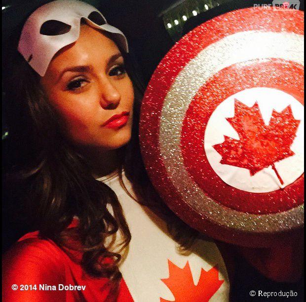 Nina Dobrev como Capitã Canadá
