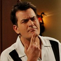 "Em ""Two and a Half Men"": Final da 12ª temporada aumentam as possibilidades de Charlie Sheen voltar!"