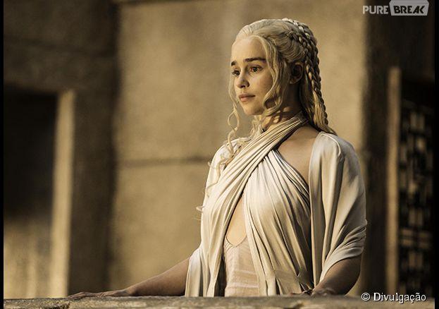 """A rainha dos dragões de """"Game Of Thrones"""", Daenerys (Emilia Clarke) em seus trajes pra 5ª temporada"""