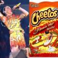 Katy Perry já saiu fantasiada de Cheetos no Halloween, mas dessa vez seu figurino foi comparado com o salgadinho