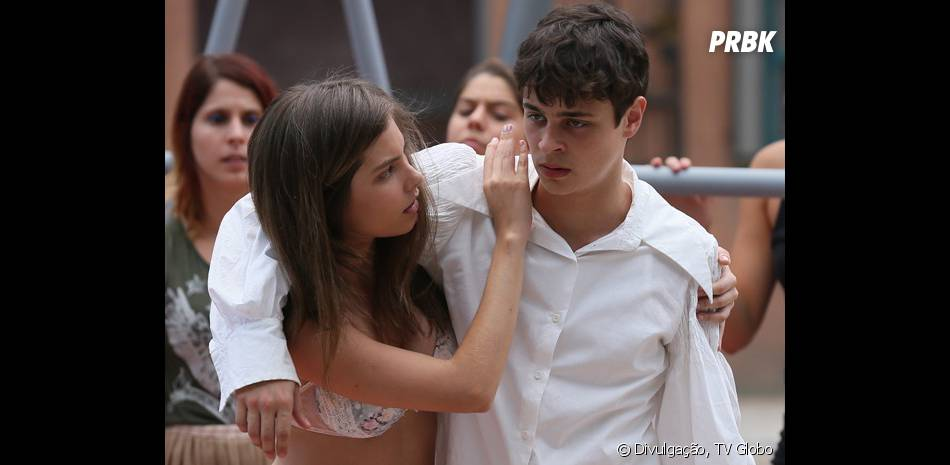 """Em """"Malhação"""", Bianca (Bruna Hamú) cuida do machucado de Henrique (Michel Joelsas)"""