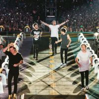 "One Direction estreia nova turnê, ""On The Road Again"": Veja fotos e o que os fãs acharam do show!"