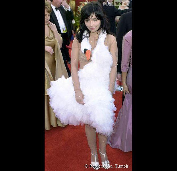 Em 2001, Björk cometeu o maior crime fashion imaginável: vestiu um ganso no tapete vermelho do Oscar