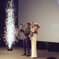 Gabriel Medina ganha troféu de Campeão Mundial e concorre a dois prêmios no WSL Awards