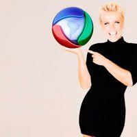 Xuxa assina oficialmente com a Record! Veja vídeos e fotos do momento histórico da TV