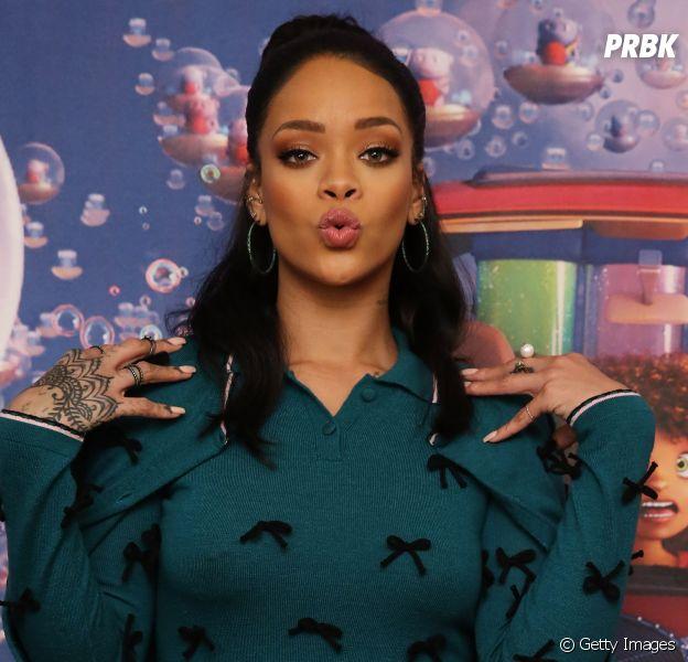 """Rihanna faz graça na premiere do filme """"Cada Um Na Sua Casa"""""""