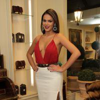 Bruna Marquezine usa decote generoso em evento de moda: veja 10 fotos do look!