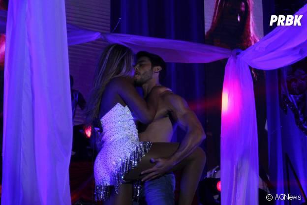 """Ludmilla fez pegação com seu dançarino bonitão na turnê """"Poder da Preta"""""""