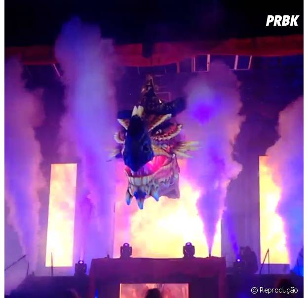 """Ludmilla entrou no palco montada em um dragão na turnê """"Poder da Preta"""""""