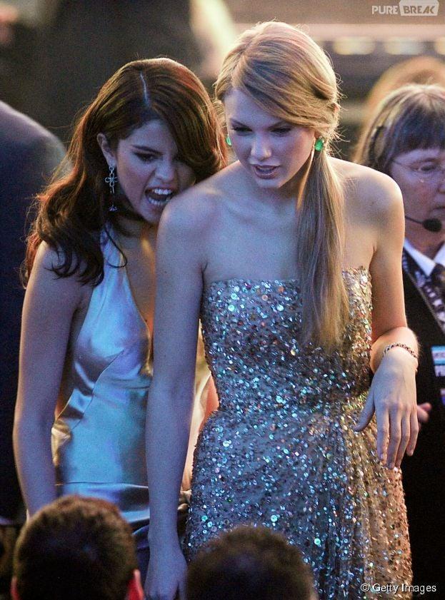 Taylor Swift tem muitas amigas famosas, entre elas, Selena Gomez. As duas sempre aparecem muito animadas durante premiações