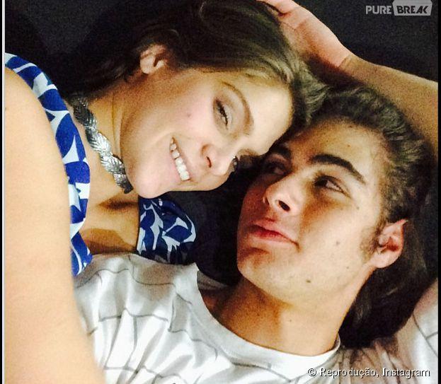 """Rafael Vitti, de """"Malhação"""", publica foto agarradinho com Isabella Santoni"""