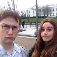 """Shailene Woodley, de """"Insurgente"""", e Joseph Gordon-Levitt rodam novo filme em frente à Casa Branca!"""