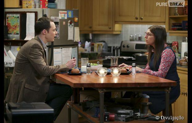 """Sheldon (Jim Parsons) e Amy (Mayim Bialik) vão montar um forte de lençóis em """"The Big Bang Theory"""""""