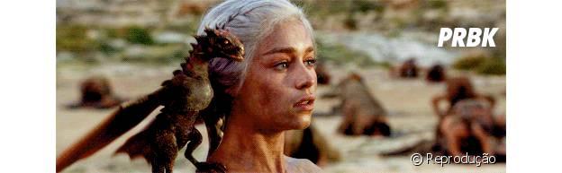 """Daenerys (Emilia Clarke) e os dragões que ninguém imaginava que existiam mudou o rumo da loirinha em """"Game of Thrones"""""""