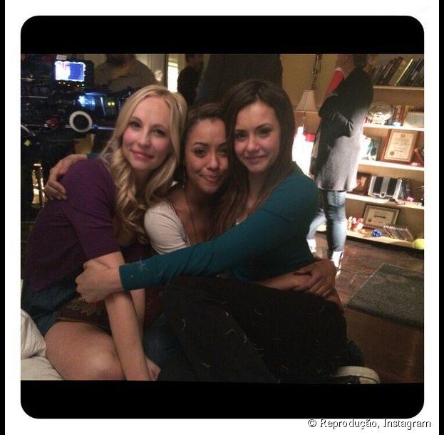 """Nina Dobrev e as colegas de elenco Kat Graham e Candice Accola gravando as últimas cenas da sexta temporada de """"The Vampire Diaries"""""""
