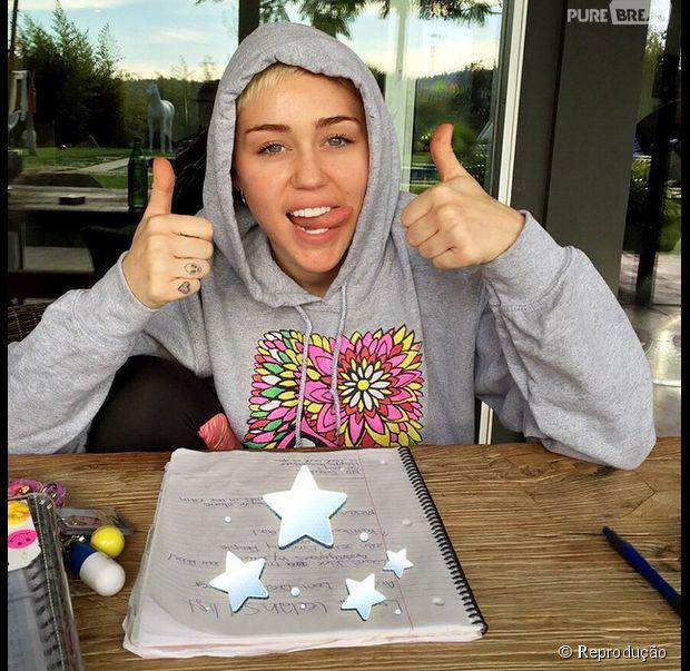 Miley Cyrus lança a instituição Happy Hippie Foundation para dar apoio a jovens LGBT, sem-teto e outras populações vulneráveis