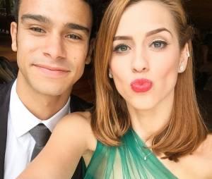 """Sérgio Malheiros e Sophia Abrahão tiram selfie no último capítulo de """"Alto Astral"""""""