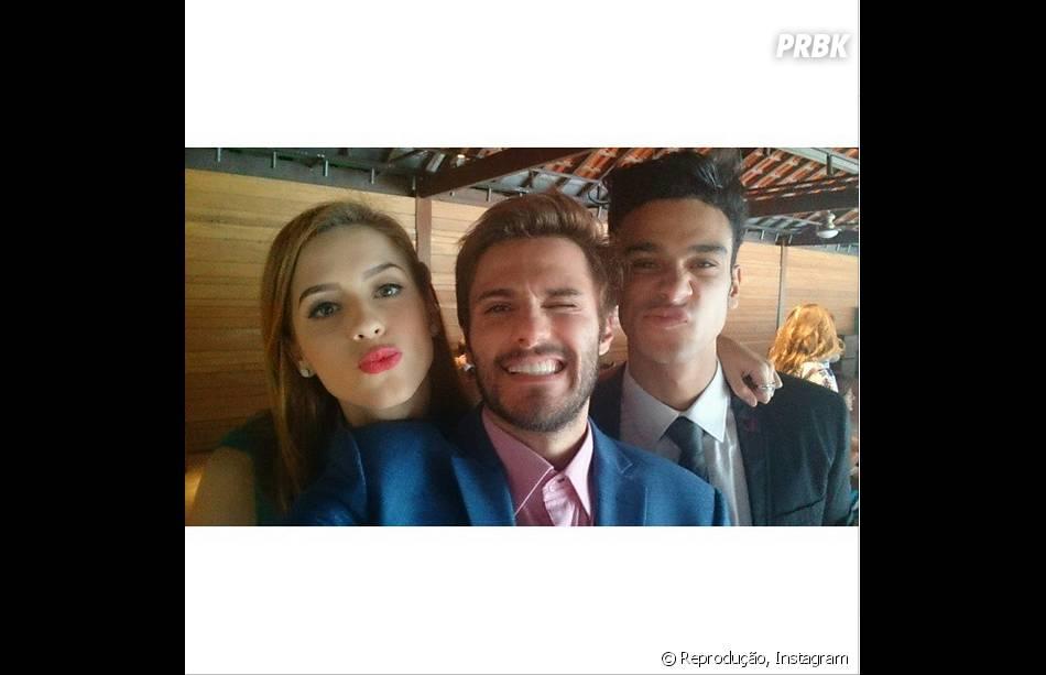 """Hugo Bonemer publica foto com o casal Sophia Abrahão e Sérgio Malheiros de """"Alto Astral"""""""