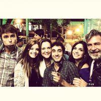 """Final da novela """"Alto Astral"""": Sophia Abrahão, Hugo Bonemer e elenco postam fotos dos bastidores!"""