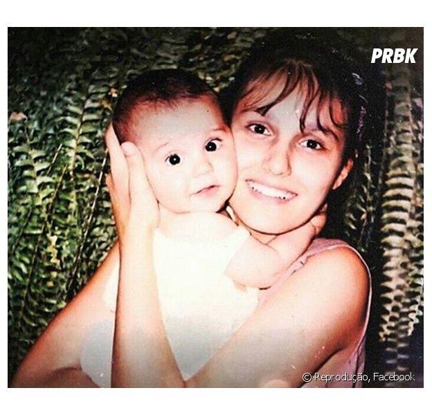 Luan Santana bebê ao lado da mãe, Marizete