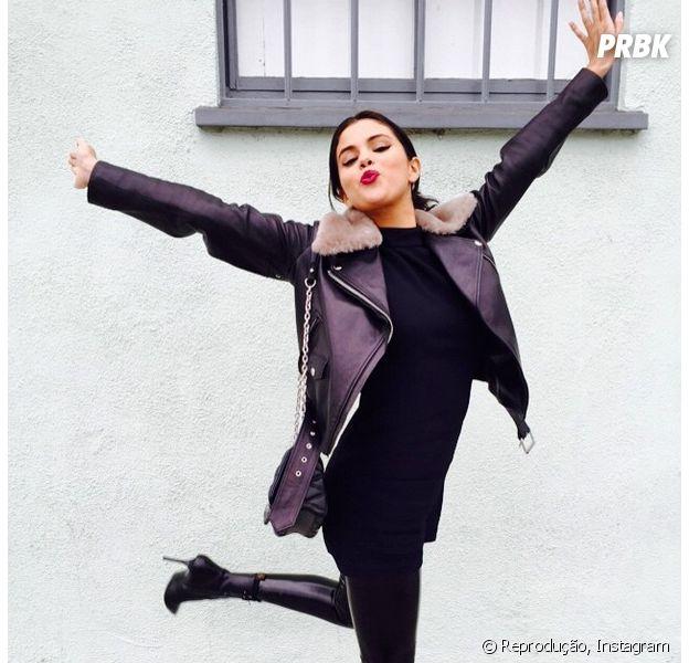 """Selena Gomez revela em vídeo de entrevista com fãs que seu novo álbum """"está quase pronto"""""""