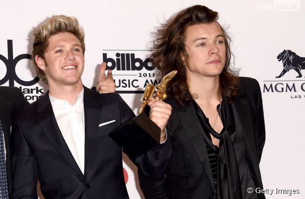 Harry Styles deu uma apalpada no amiguinho doNiall Horan, durante o Billboard Music Awards 2015