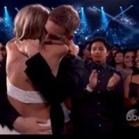Taylor Swift é maior ganhadora do Billboard Music Awards 2015 e assume namoro com Calvin Harris!