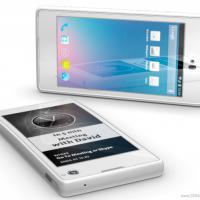 Primeiro smartphone russo tem tela touchscreen dos dois lados