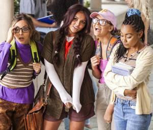 """Meninas do Little Mix no clipe da música """"Black Magic"""""""