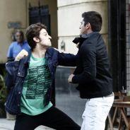 """Novela """"Babilônia"""": Rafael (Chay Suede) se vinga de Guto (Bruno Gissoni) e dá uma surra no rival!"""