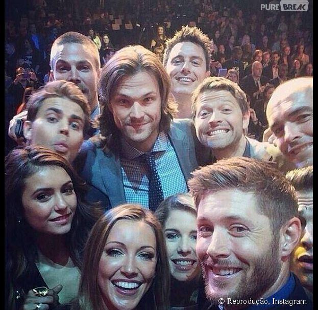 """""""Arrow"""", """"The Vampire Diaries, """"Supernatural"""" e nosso atores favoritos nos bastidores do mundo das séries!"""