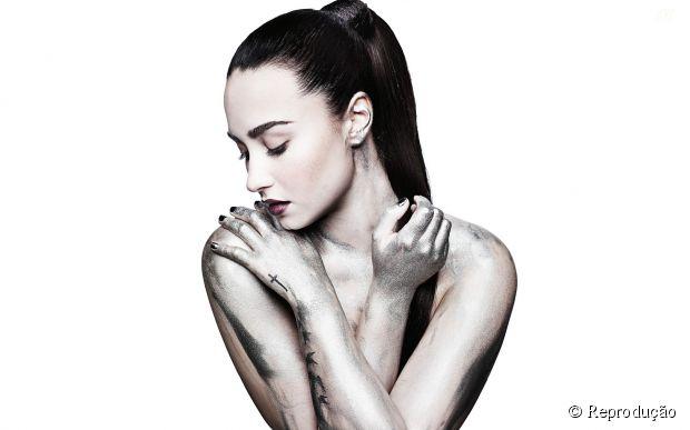 "Demi Lovato mostra bastidores de turnê em novo clipe do CD ""DEMI"""