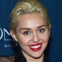 """Miley Cyrus reclama de falta de apoio no pop: """"Beyoncé jamais aplaudiria Katy Perry"""""""