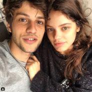 Laura Neiva dá beijinho em Chay Suede e posta momento romântico com o namorado no Instagram
