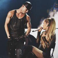 """Ariana Grande é flagrada aos beijos com dançarino da turnê """"Honeymoon"""" em loja de doces"""