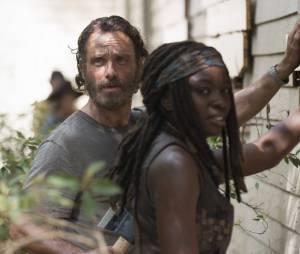 """Cena deletada da 5ª temporada de """"The Walking Dead"""" mostra Rick e Michonne conversando sobre armas em Alexandria!"""