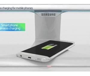 Ao colocar o Samsung Galaxy S6 na base da tela, o aparelho começa a carregar. Isso ocorre devido à tecnologia de carregamento por indução.