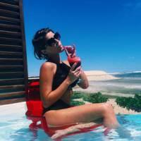 """Isabella Santoni, de """"Malhação"""", posta foto de biquíni na praia e ganha elogio dos fãs"""