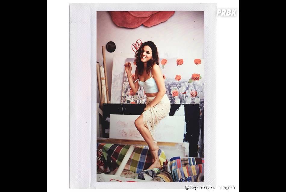 Bruna Marquezine também gosta de um estilo mais brejeira e posa para foto no Instagram