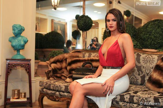 """Bruna Marquezine completa 20 anos e o Purebreak relembra o estilo da Mari de """"I Love Paraisópolis"""", da Globo"""
