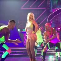 """Britney Spears canta """"Pretty Girls"""" pela primeira vez em Las Vegas. Assista ao vídeo da apresentação"""