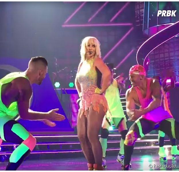 "Britney Spears cantando ""Pretty Girls"""