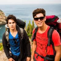 """Te contei? No início de """"Malhação"""", Rodrigo (Nicolas Prattes) e Uodson (Lucas Lucco) sofrem muito!"""