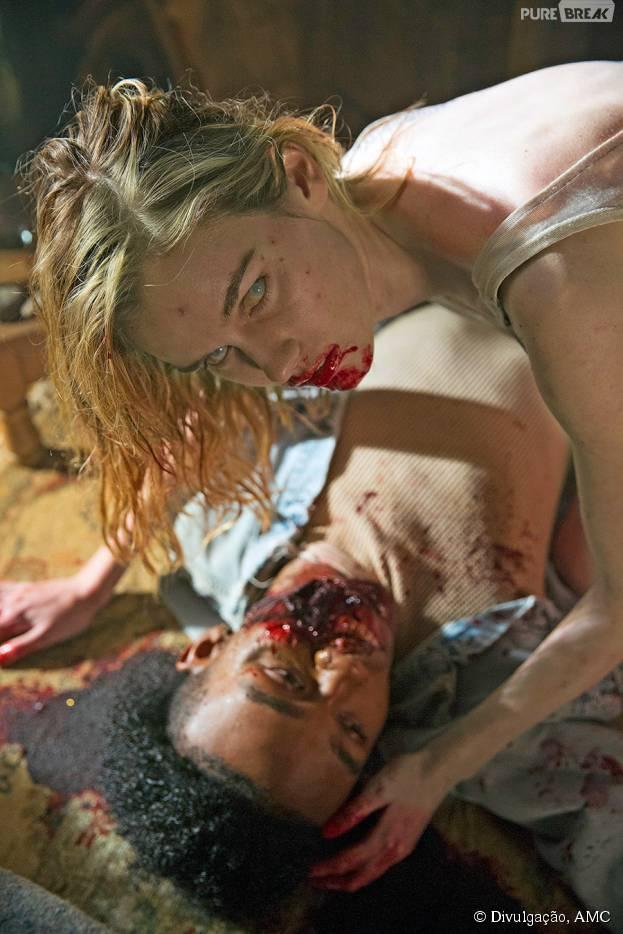 """Gloria (Lexi Johnson) ataca um garoto em """"Fear The Walking Dead"""""""