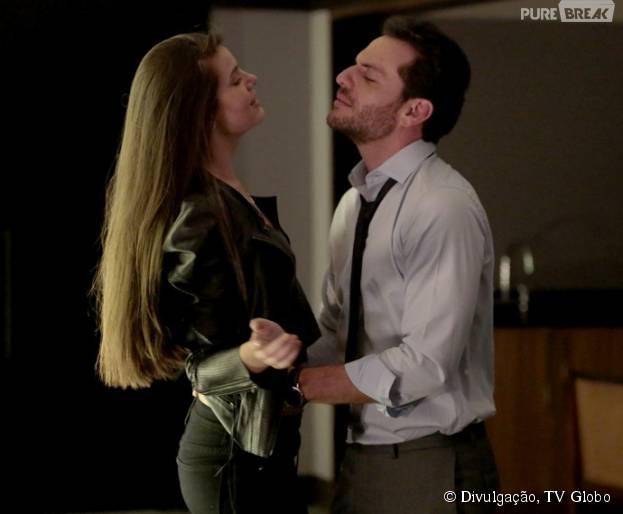 """Guilherme (Gabriel Leoni) e Giovanna (Agatha Moreira) planejam que Carolina (Drica Moraes) pegue Alex (Rodrigo Lombardi) e Angel (Camila Queiroz) na cama em """"Verdades Secretas"""""""