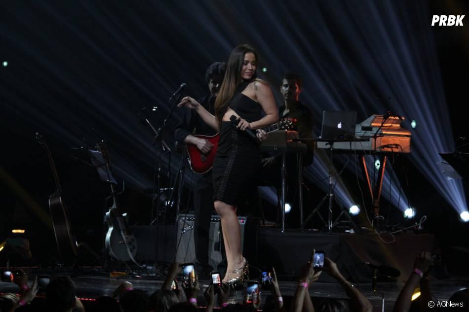 Anitta se apresentou num tributo a Gilberto Gil e Caetano Veloso no Prêmio Multishow 2015